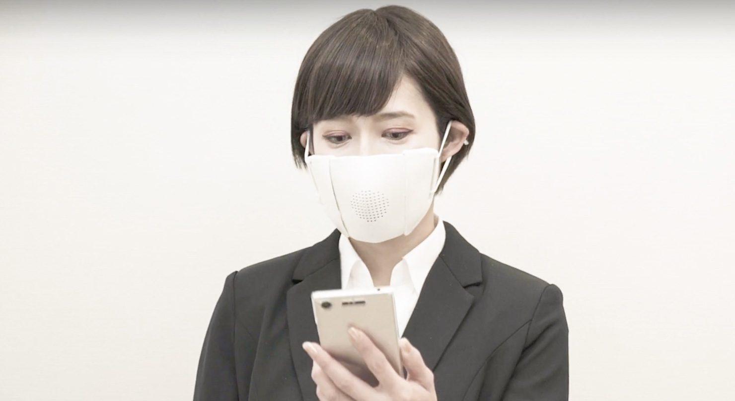 Ce Masque Intelligent A Un Haut Parleur Pour Amplifier La Voix