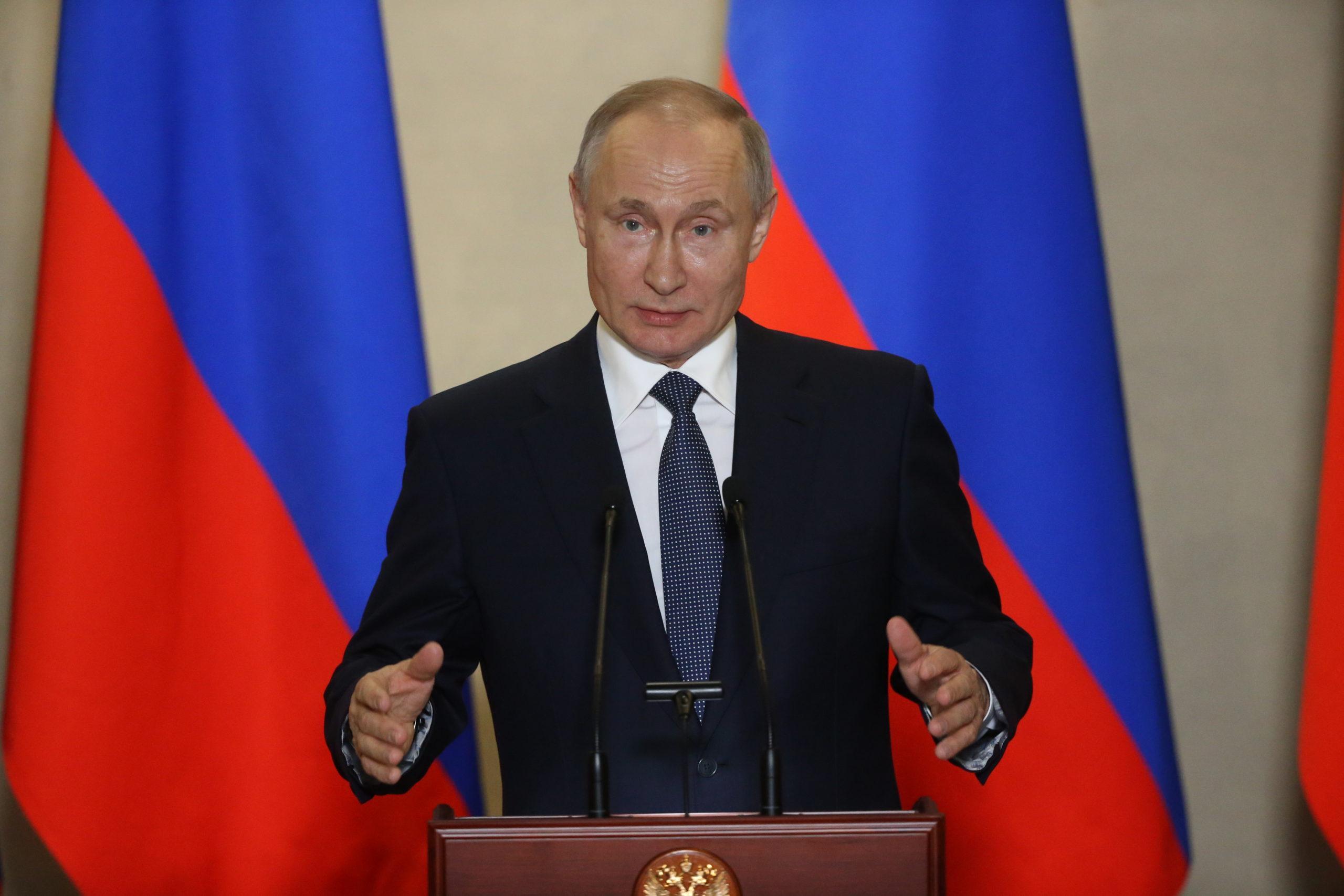 La Russie Soutient La Constitution Homophobe Accordant à Poutine 16