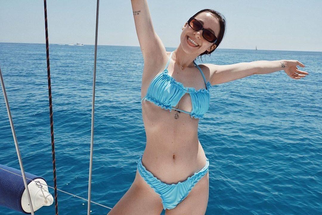 Aurora Ramazzotti En Micro Bikini, Commence L'été En Exhibant Un