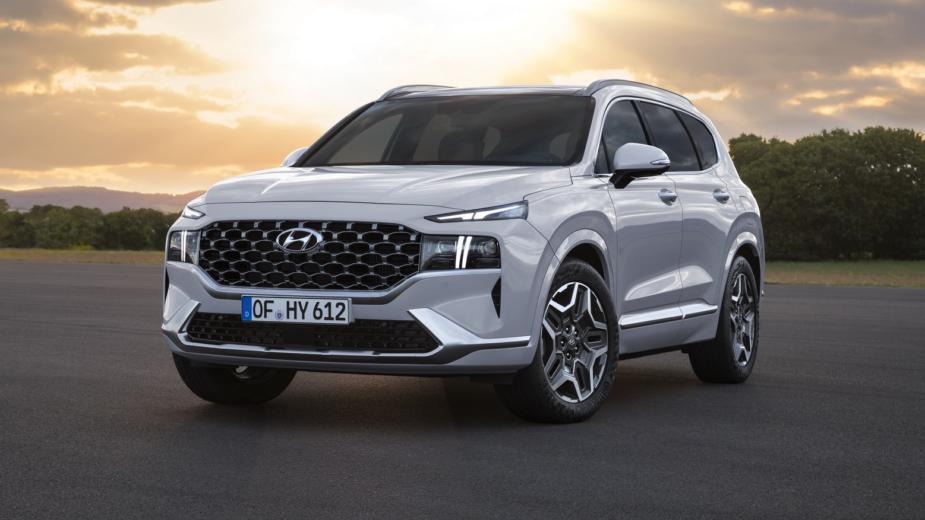 Hyundai Santa Fe. Des Versions Hybrides Et Hybrides Rechargeables Sont