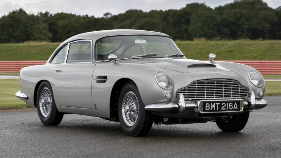 La Première Réplique De L'aston Martin Db5 De James Bond