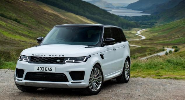 Avec Des Moteurs Semi Hybrides. Range Rover Sport Avec Exclusivité Supplémentaire