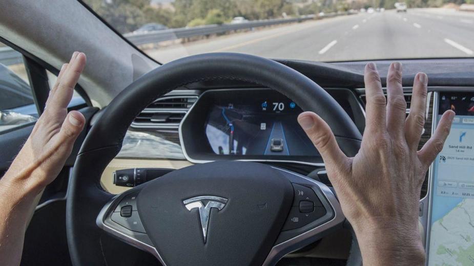 Tesla Interdit D'utiliser Le Terme Pilote Automatique En Allemagne