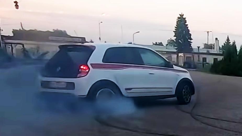 Hilarant! Renault Twingo Gt, La «machine à Dérive» Par Excellence