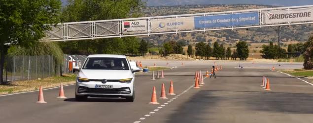 La nouvelle Volkswagen Golf n'a réussi à manœuvrer qu'à une vitesse de 69 km / h