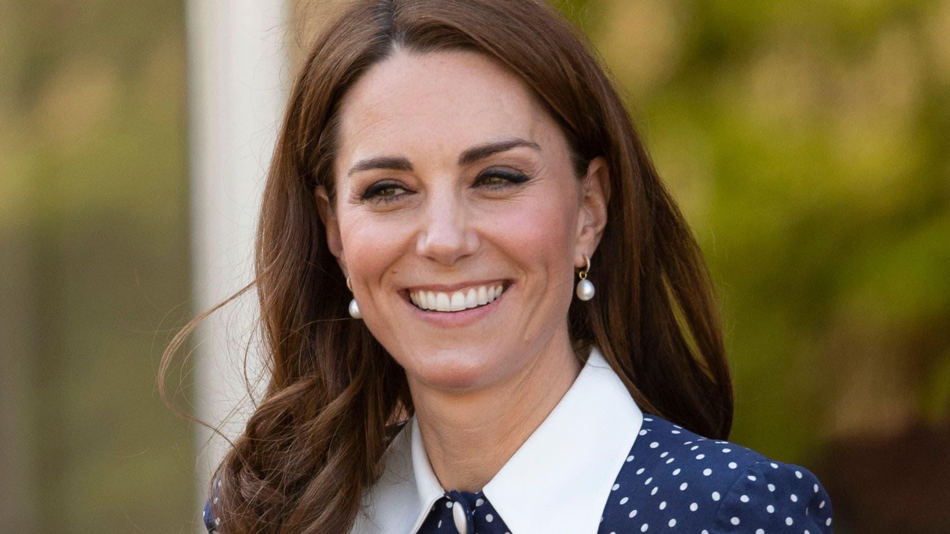 Kate Middleton Revient Au Style Bon Ton La Robe à Col Collégial En Hommage à Lady Diana