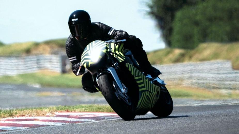 L'amb 001, La Moto D'aston Martin, Roule Déjà
