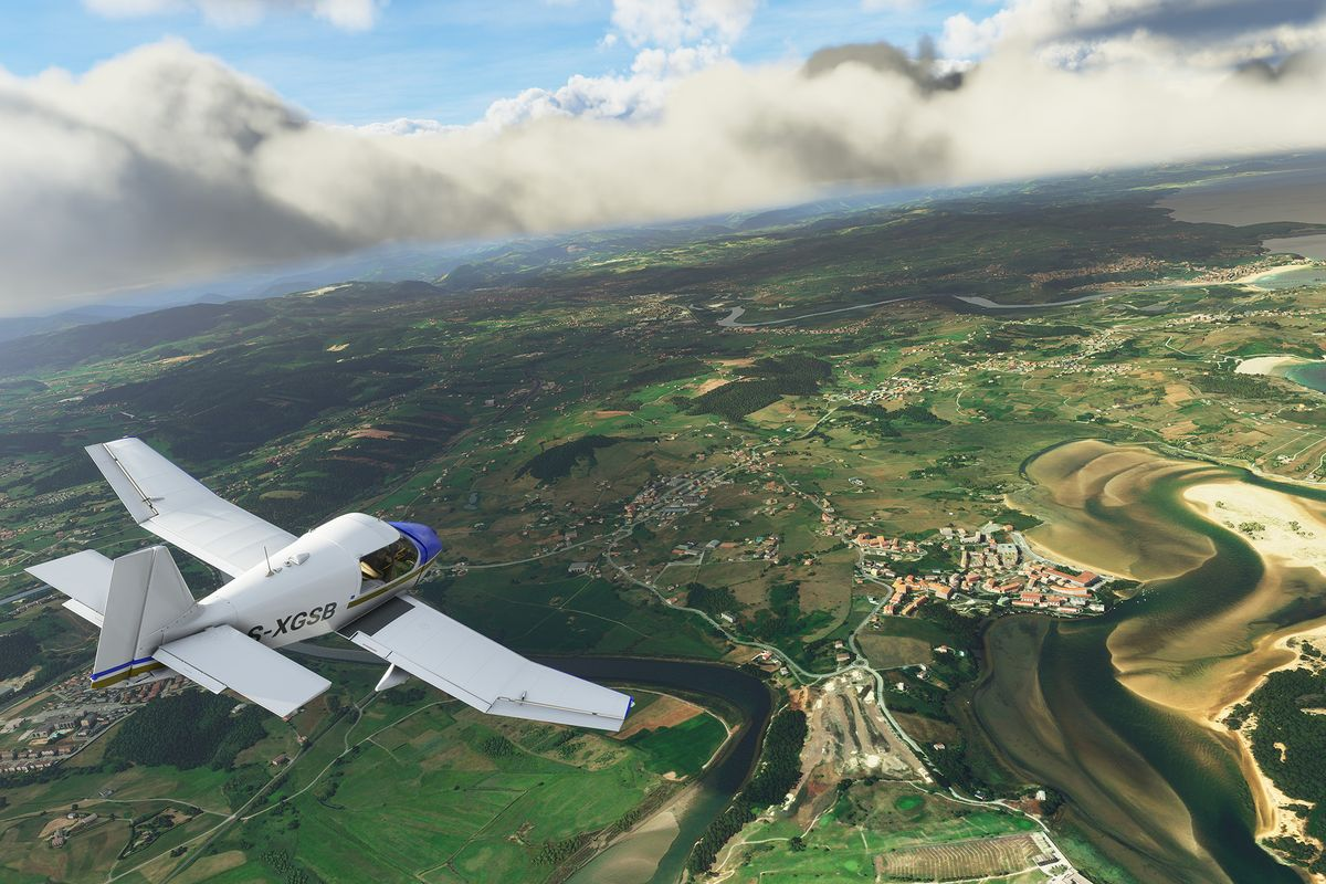 Un DR400 de fabrication française au-dessus d'une rivière sinueuse, son chemin d'errance bien visible à plusieurs milliers de pieds dans les airs. Le ciel est bleu avec quelques nuages. À partir d'une première pré-alpha de Microsoft Flight Simulator