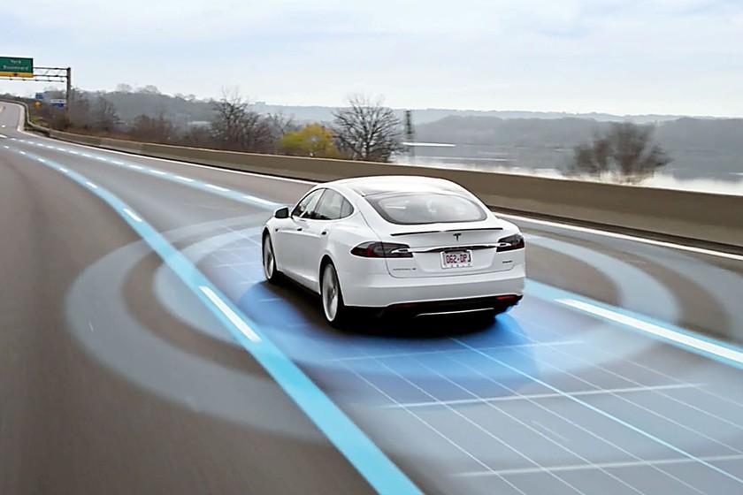 Tesla ouvre la possibilité d'obtenir une licence de pilote automatique et de fournir des moteurs et des batteries à d'autres fabricants