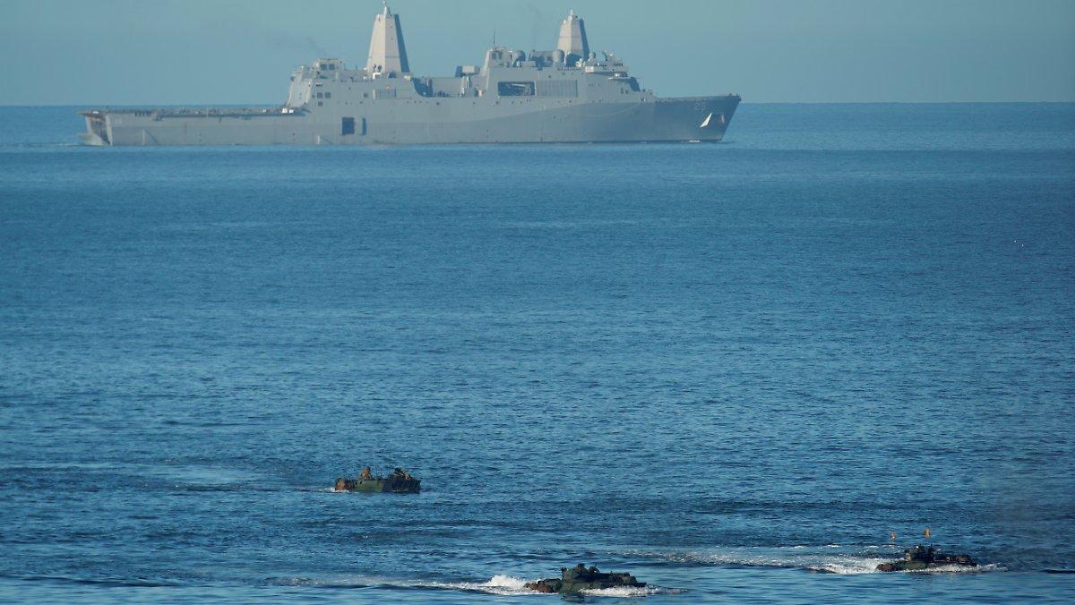 Un Véhicule Amphibie Tombe En Panne: La Marine Américaine Déclare