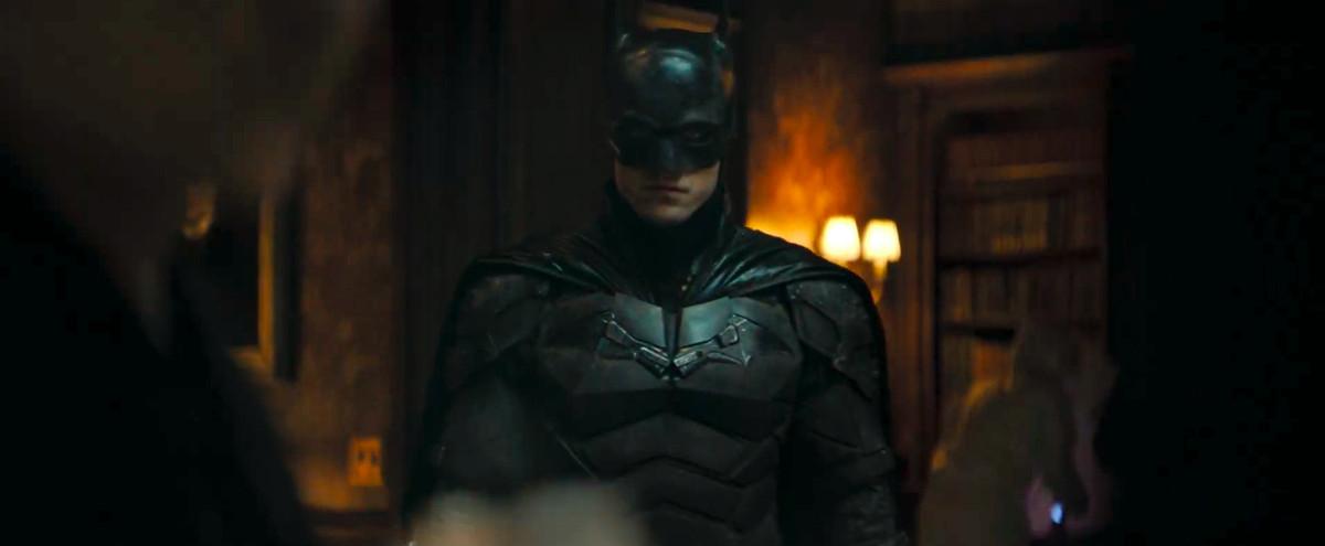 le batman debout dans un manoir dans The Batman (2021)