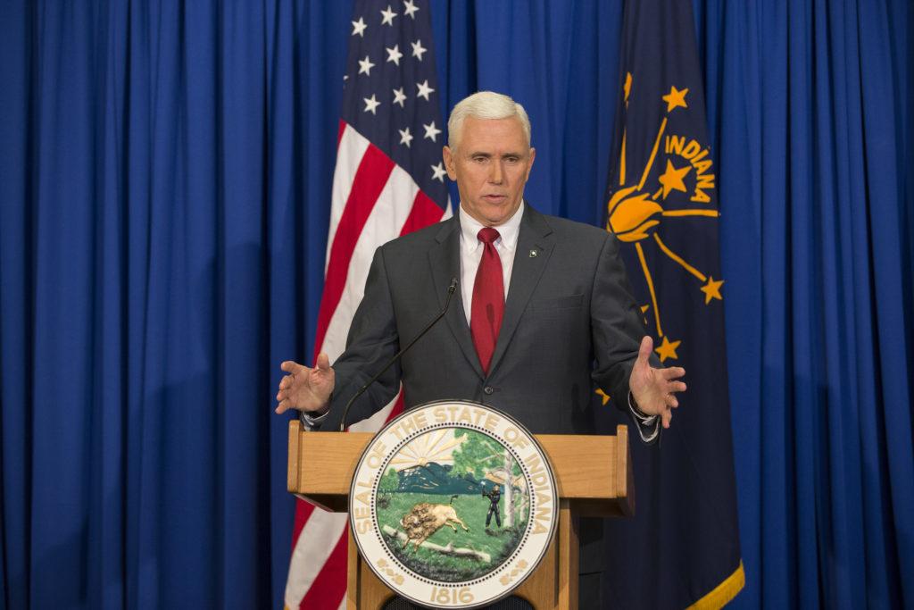 Le gouverneur Mike Pence de l'Indiana a fait l'objet d'un examen minutieux au niveau national pour ses positions anti-LGBT