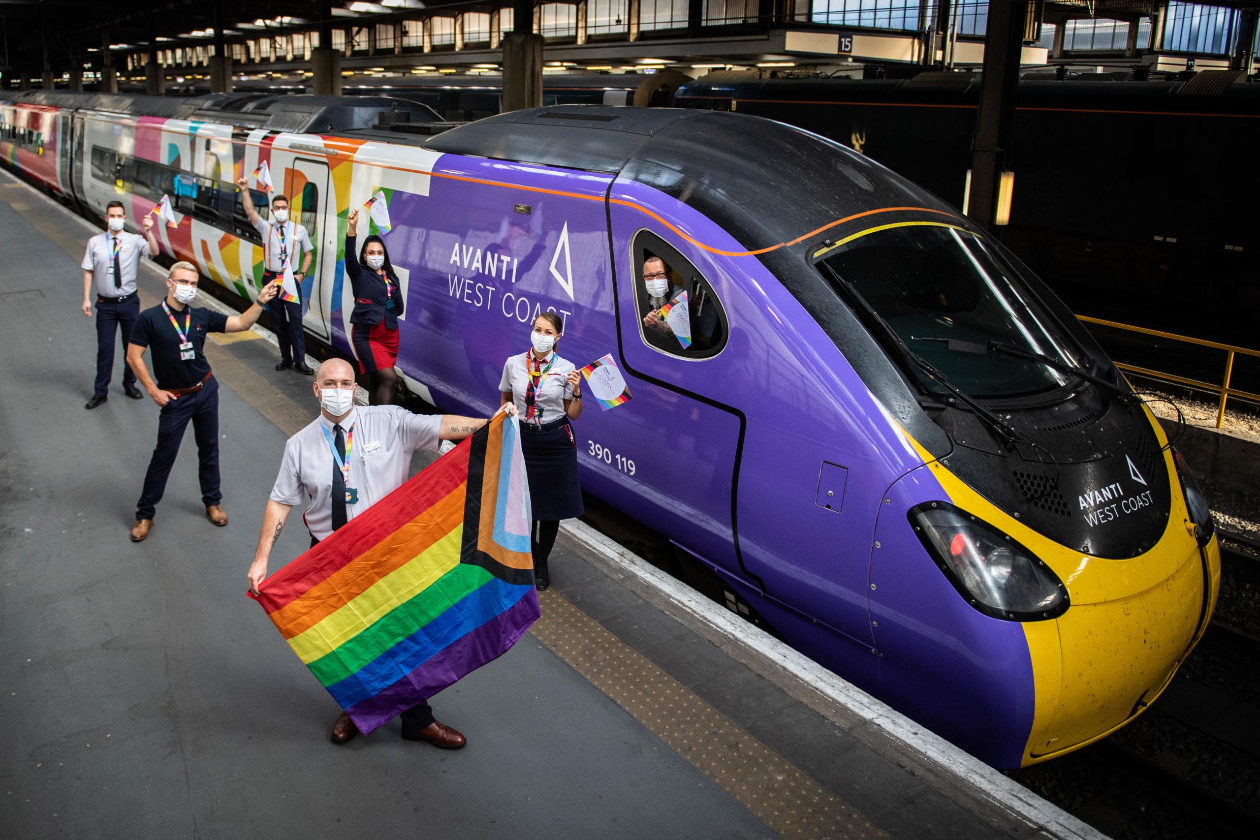 Le train a été agité par le personnel d'Avanti West Coast et des membres de la communauté LGBTQ + à Euston le mardi 25 août.