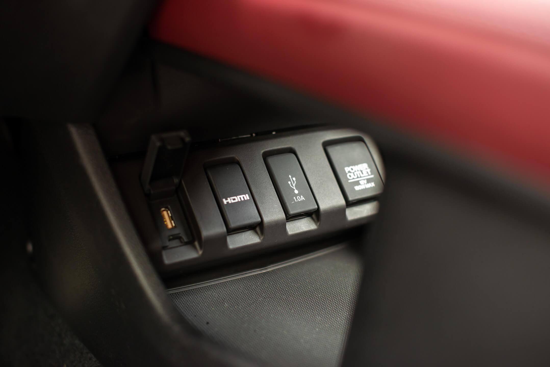 Entrées USB, HDMI, 12 V