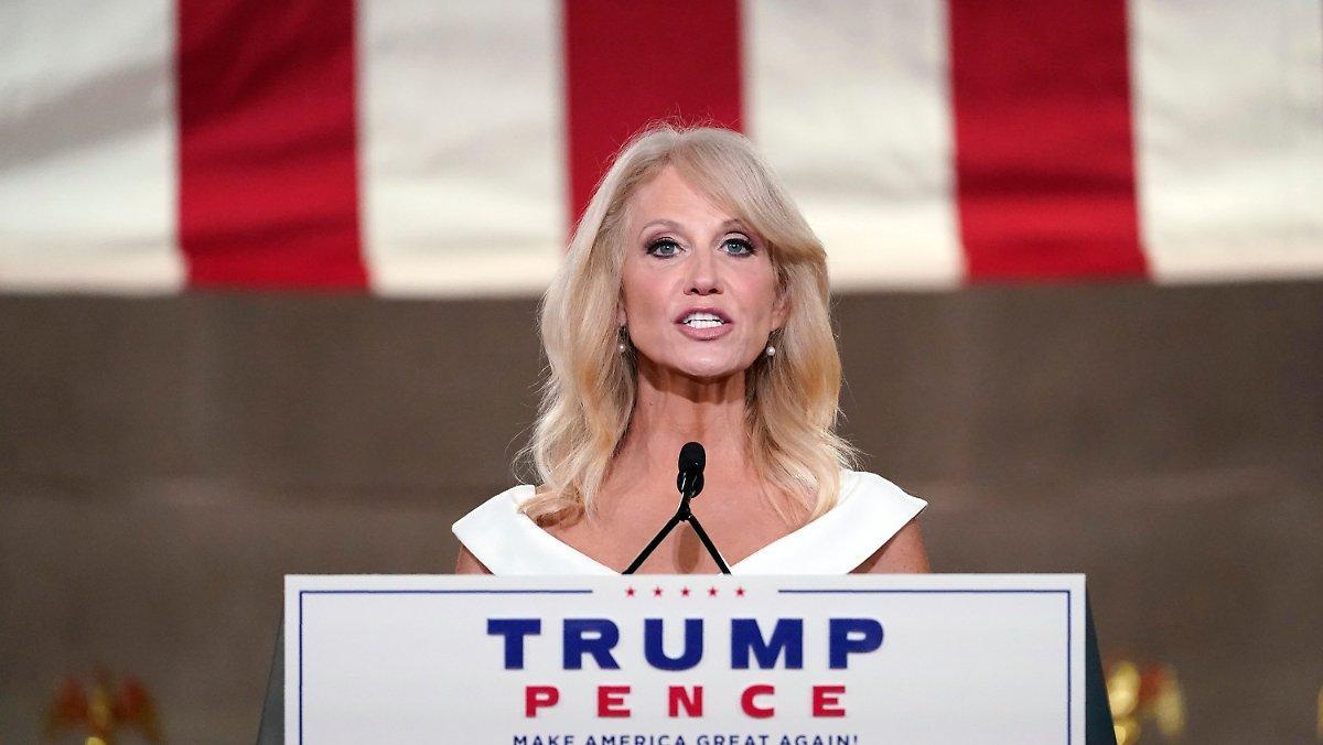 Le Président, Une Féministe?: Conway Loue Trump En Tant Que