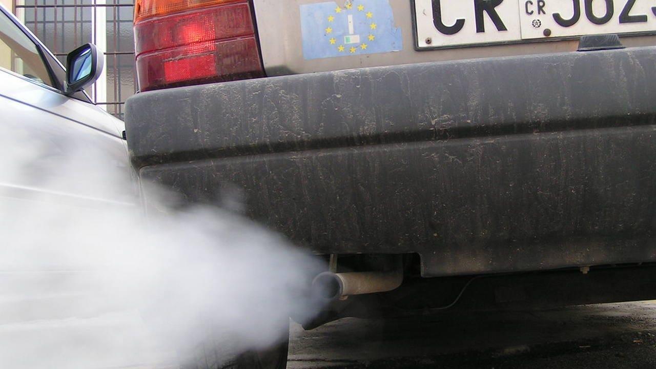 Certificat De Contrôle De La Pollution Valide Indispensable Pour Renouveler