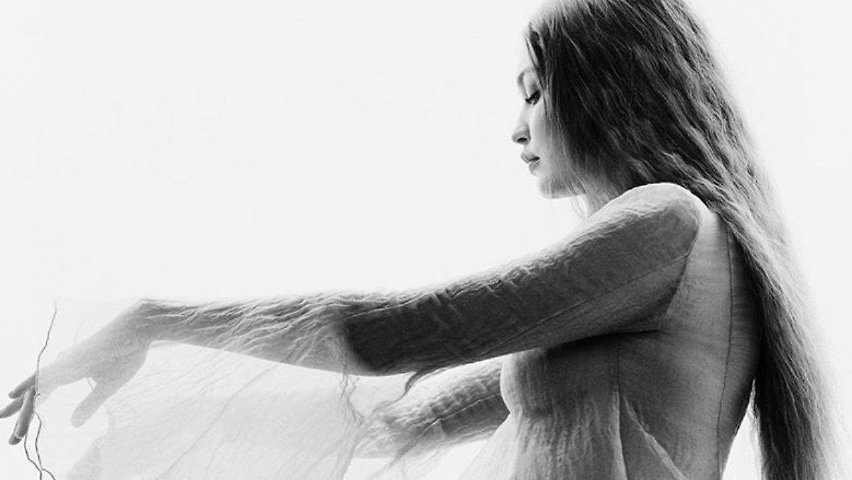 Parfaitement Mis En Scène: Gigi Hadid Montre Son Baby Ball