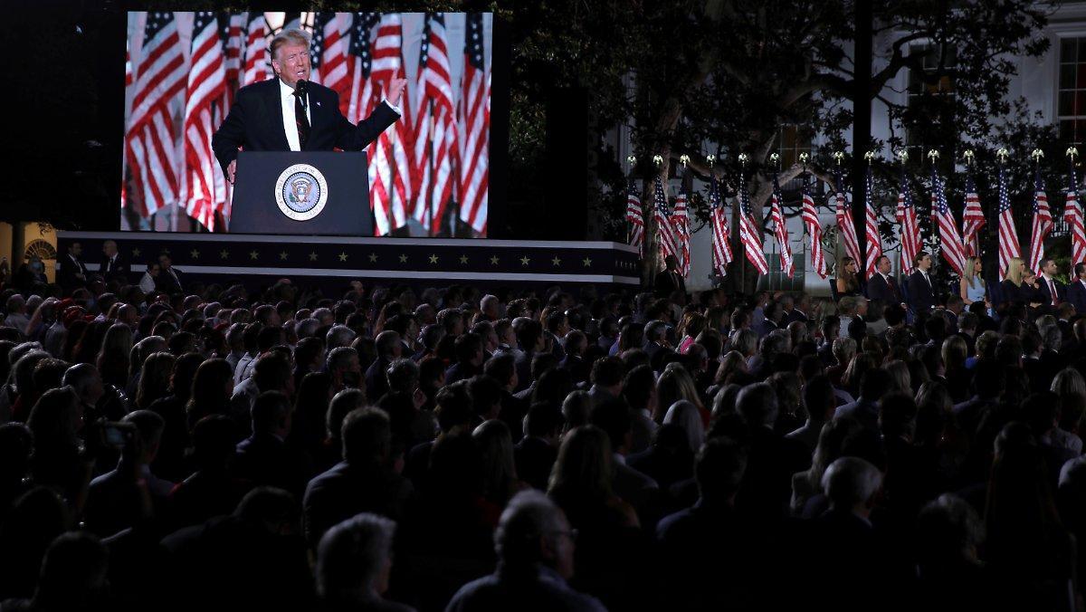 Apparence Sans Distance Ni Masque: Trump Prononce Un Discours Sans