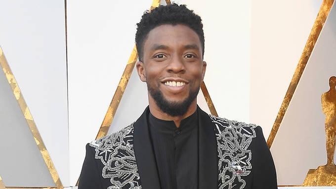 Black Panther Rend Hommage à Chadwick Boseman, Décédé à L'âge