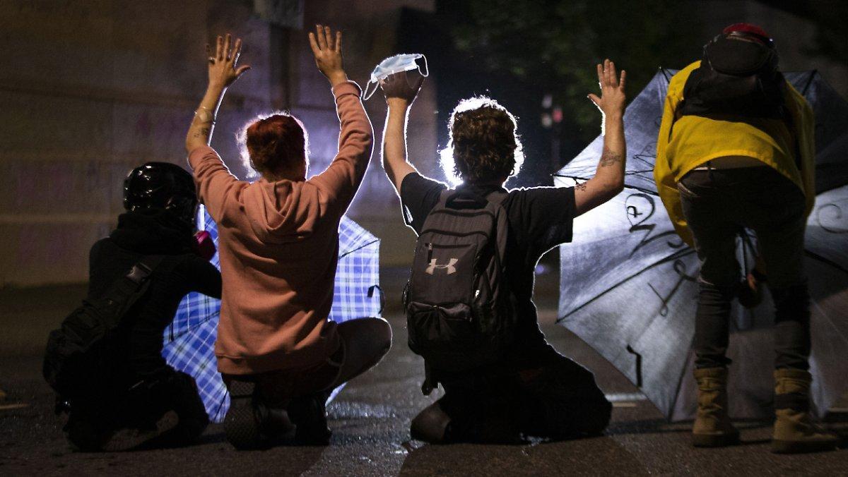 Manifestations Contre Le Racisme: Un Homme Meurt Après Avoir été