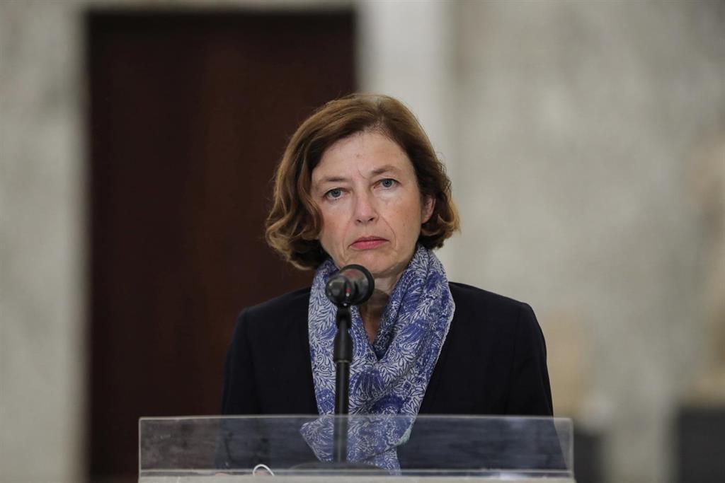 Un Officier De L'armée Française Accusé De La Présumée Remise