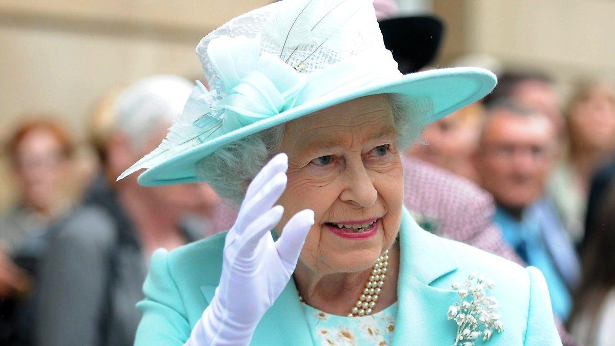Réunion De Famille En Écosse: La Reine Elizabeth Peut à