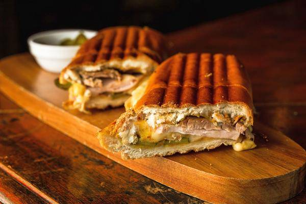 5 Recommandations Pour Le Balcon Et La Table à Manger