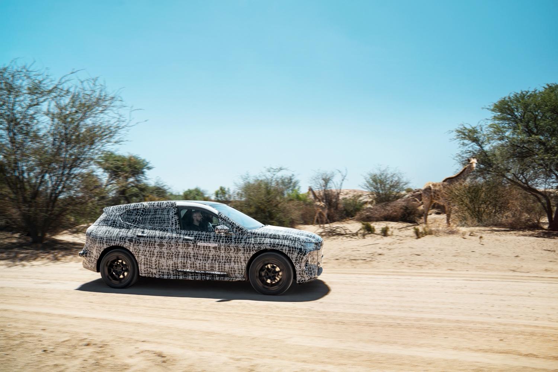 Prototype camouflé de la BMW iX lors des tests