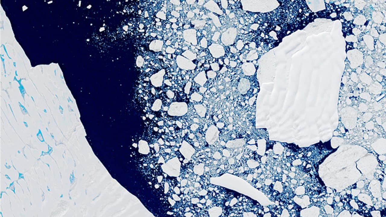 La moitié des plates-formes de glace retenant les glaciers de l'Antarctique risquent de s'effondrer en raison du changement climatique