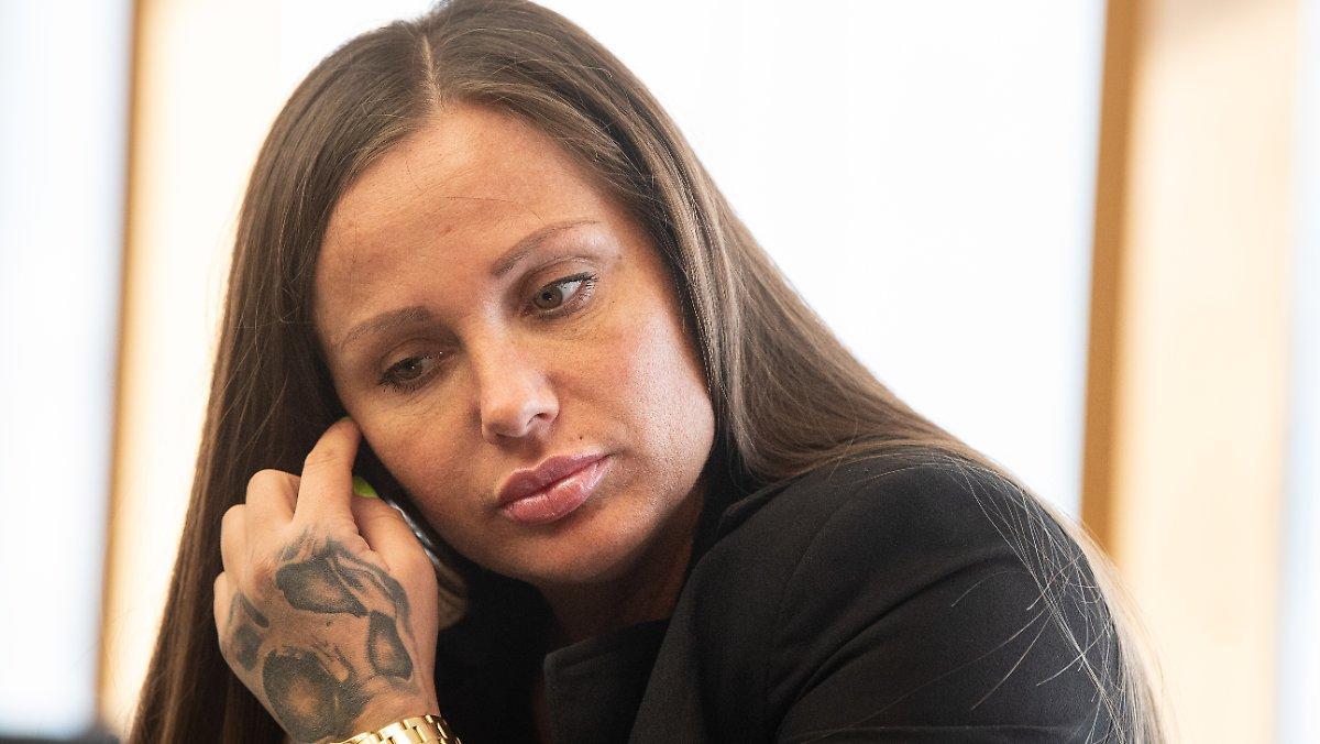 Rappeur Condamné: Schwesta Ewa Déménage En Prison Mère Enfant