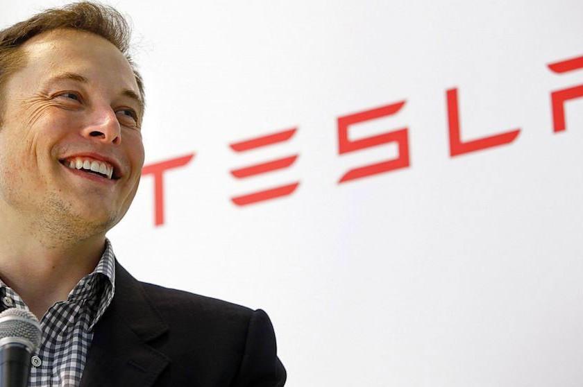 Tesla a grimpé de 500% en bourse en 2020 et profite de l'attraction pour se financer au détriment des investisseurs