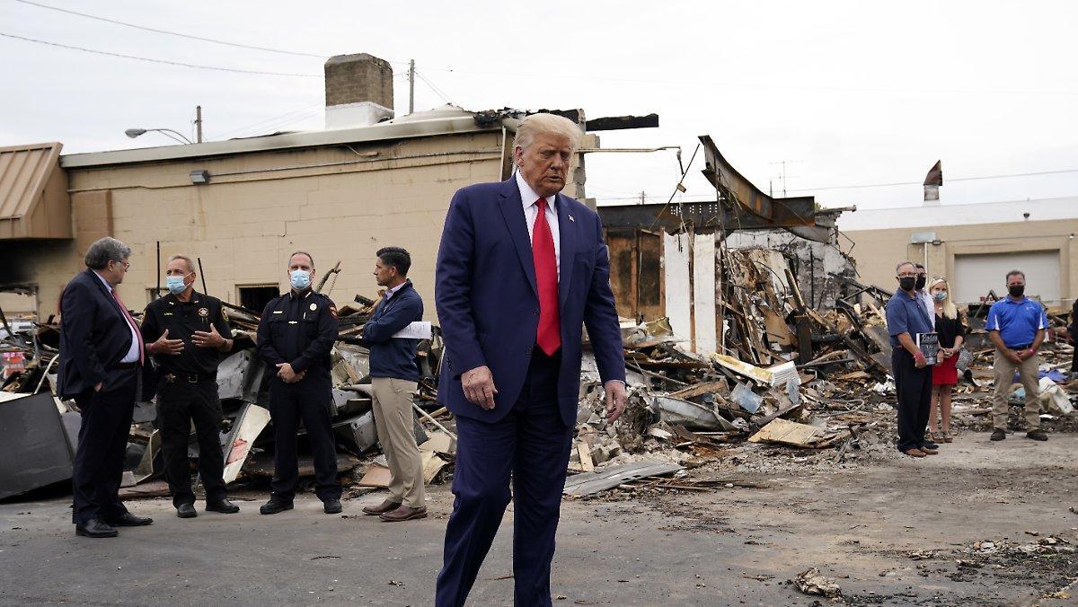 """""""manifestations Anti Américaines"""": Trump Voit Kenosha Comme Un """"terrorisme Domestique"""""""