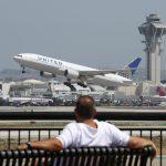 Un Homme Sur Un Jetpack S'est Envolé Pour L'aéroport De