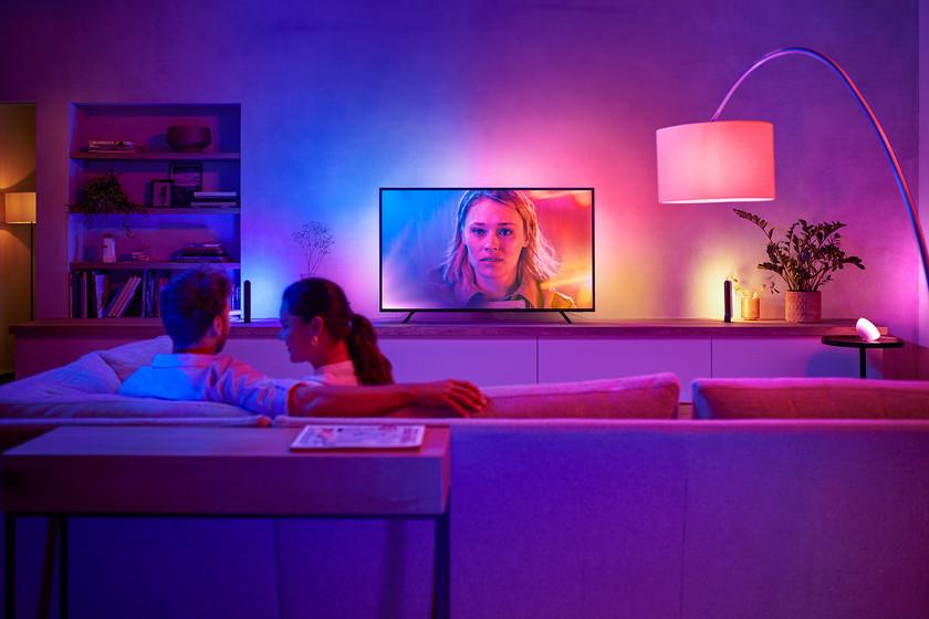 Nouveau de Philips Hue: une bande LED multicolore qui se trouve derrière le téléviseur et s'allume en fonction du contenu