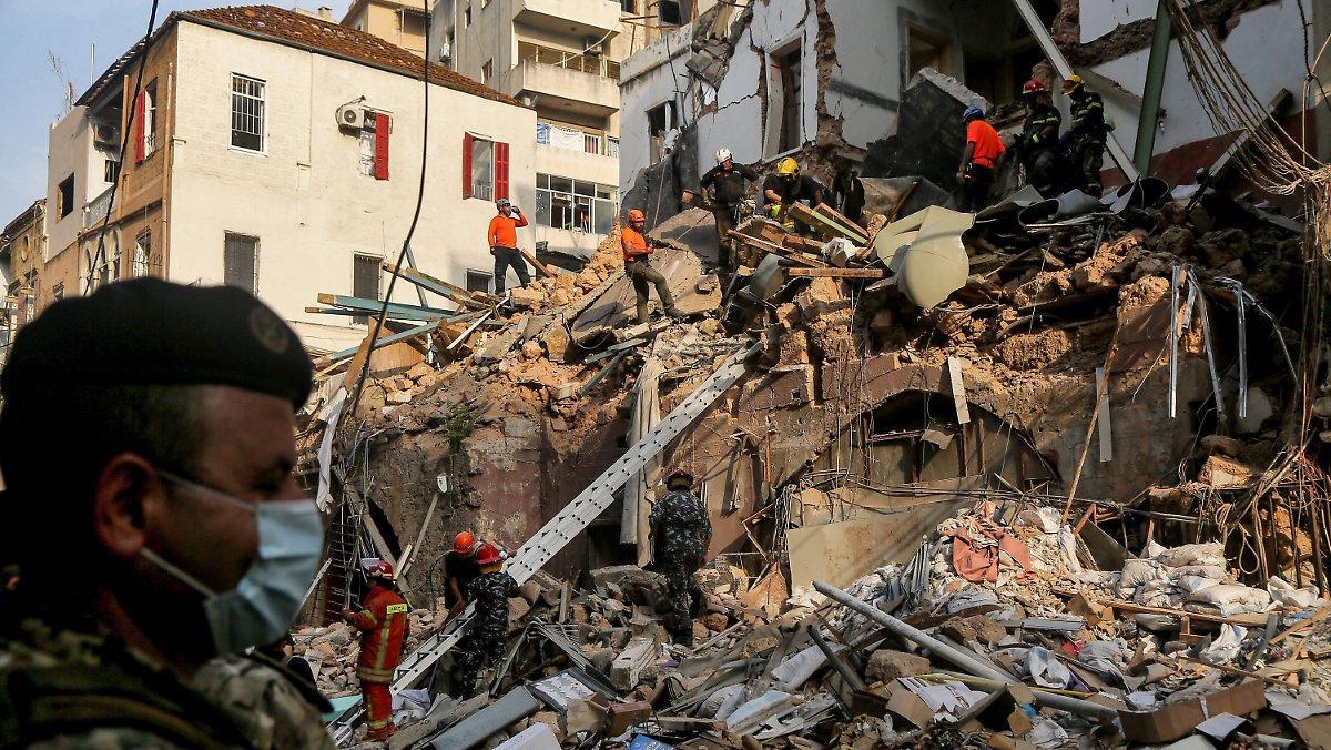 Un Mois Après L'explosion: Les Sauveteurs De Beyrouth Traquent Les