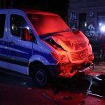 Crash Avec Deux Véhicules De Police: La Manifestation à Leipzig