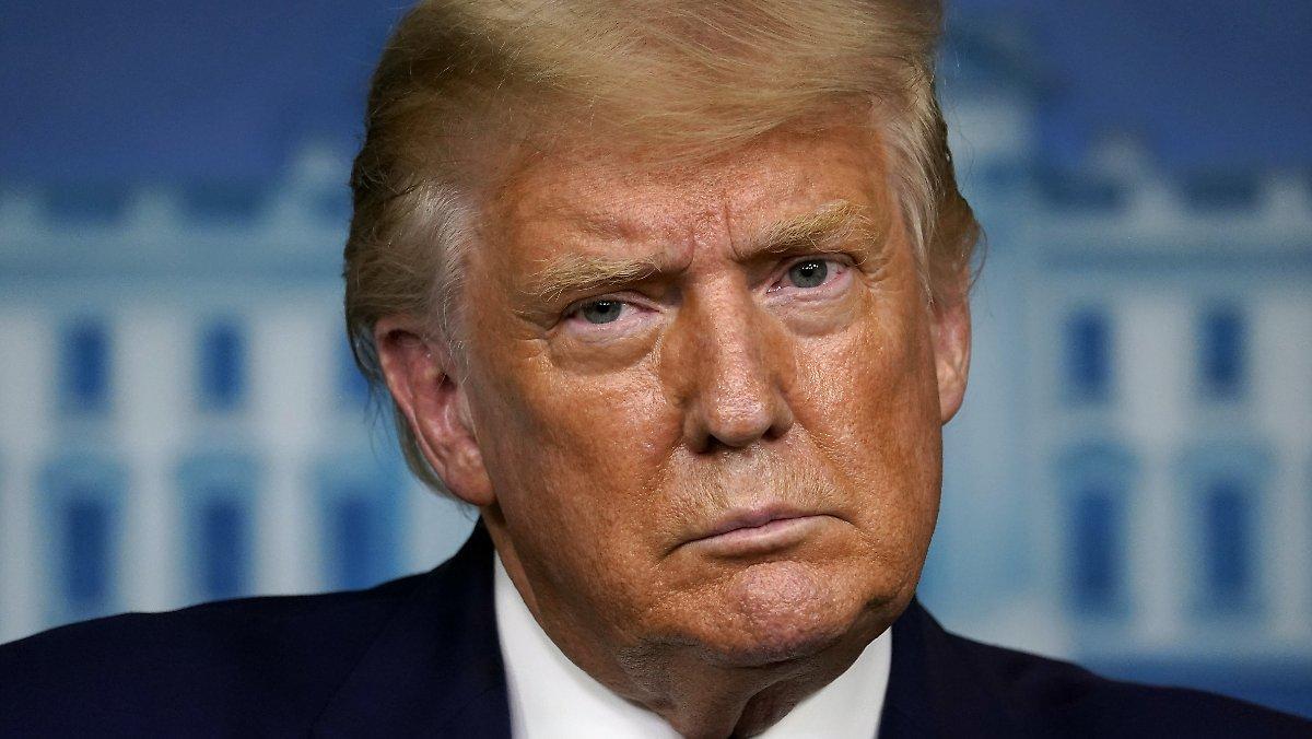 Détails Sur Le Voyage En France: Trump A Pris Des