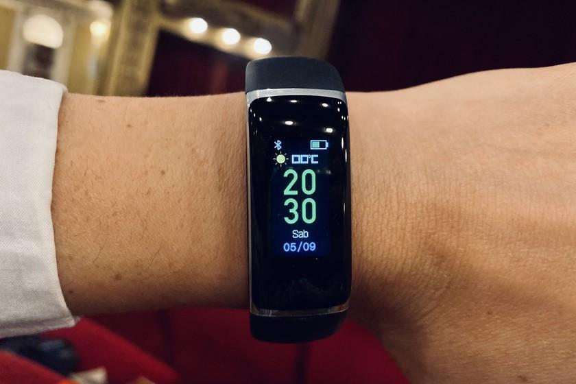 Moniteur d'activité Silvercrest, analyse: le nouveau best-seller de Lidl est un bracelet à moins de 20 euros