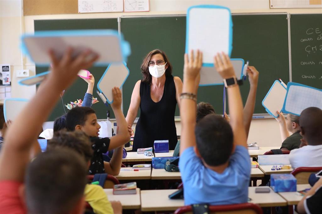 La France Enregistre 4200 Nouvelles Infections, Une Réduction Significative Par