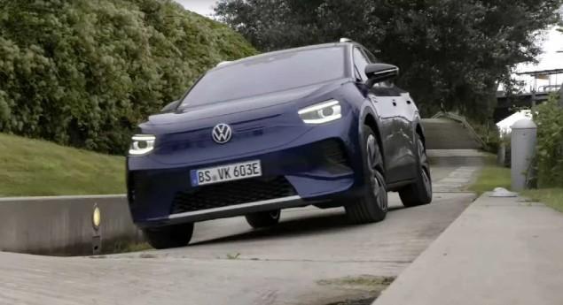 Suv électrique. Volkswagen Id.4 Montre Des Attributs Tout Terrain Et De