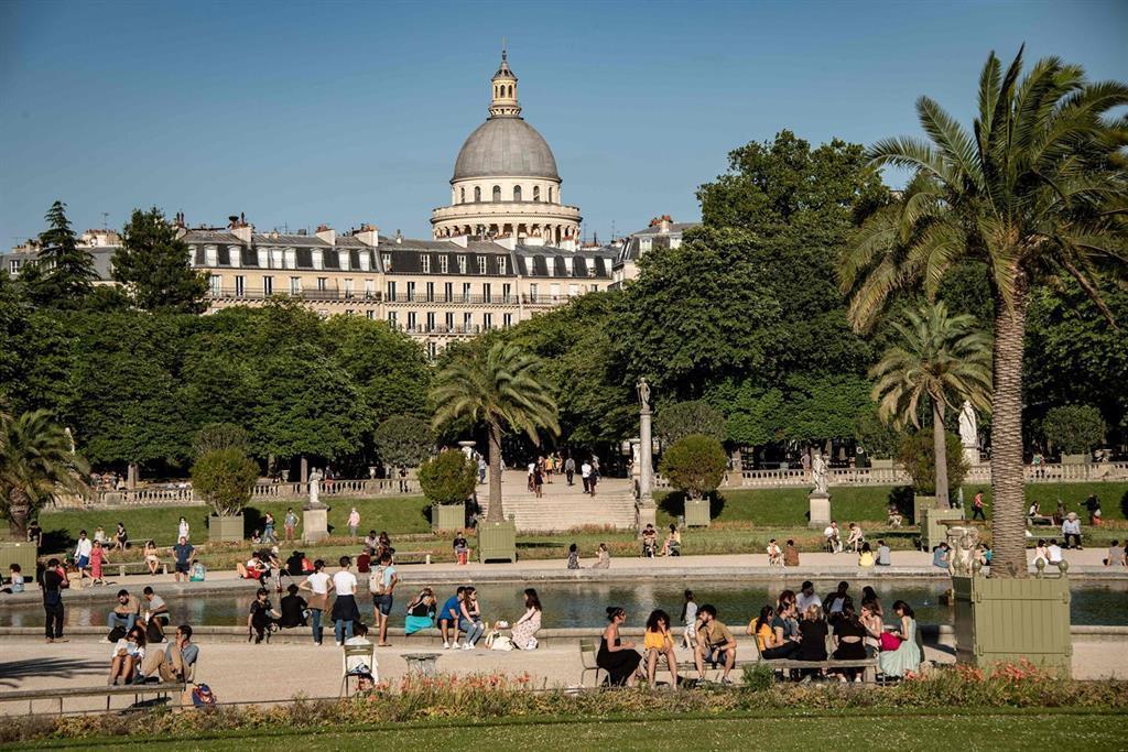 La France Confirme Plus De 6500 Cas Et Environ 40