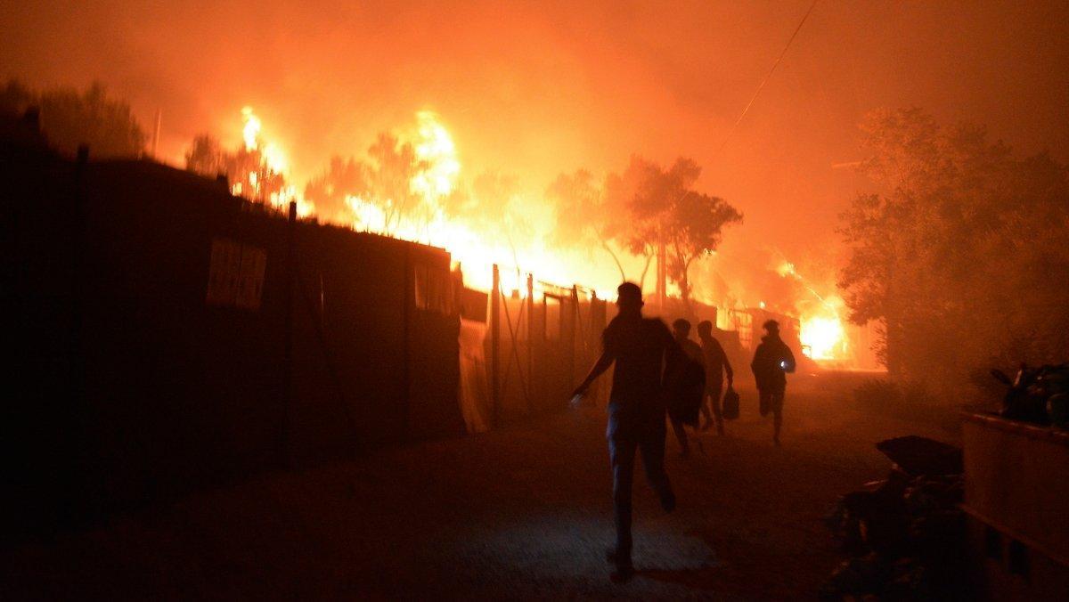 Moria 12600 Personnes En Danger Un Camp De Réfugiés Brûle