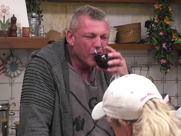 9 verres de vin ne posent aucun problème pour Andreas.jpg