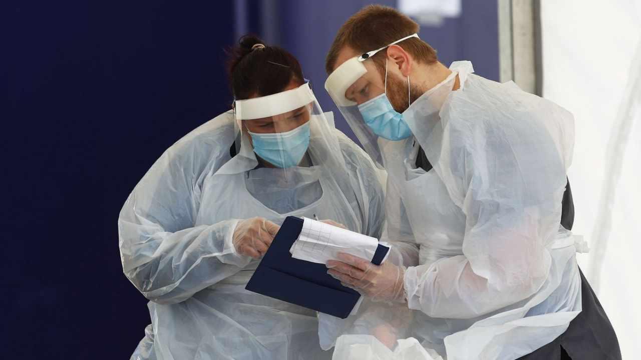 Sous le feu de la sécurité des vaccins AstraZeneca publie un plan d'essai humain de 111 pages