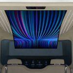 Chez Hyundai, ils pensent que l'évolution idéale de l'espace interne de leur IONIQ comprend un écran flexible de 77 pouces