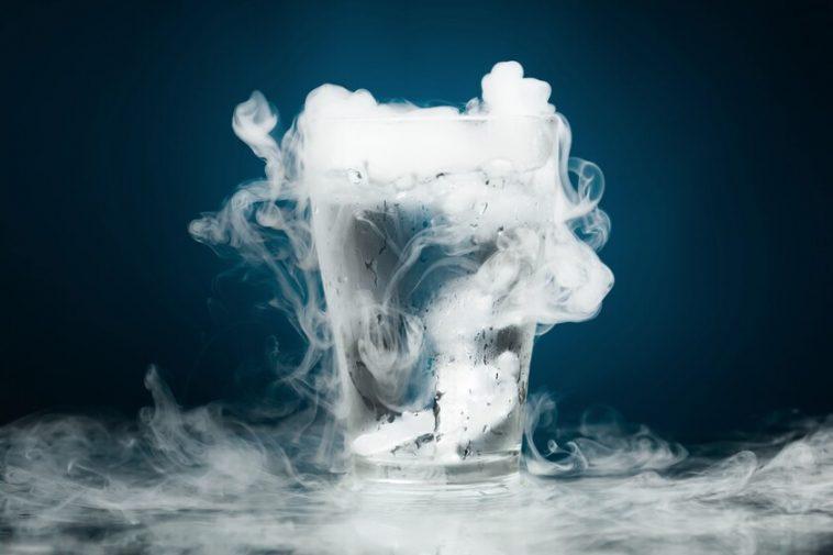 Le triple point de l'eau et sa physique incroyable: quand la glace, l'eau liquide et la vapeur coexistent en même temps