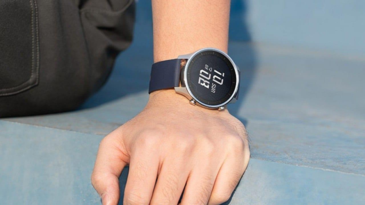 Mi Watch Revolve est livré avec une fonction d'affichage permanent