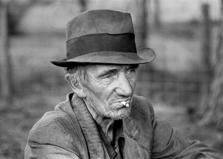 Vieil Homme Chapeau Pauvre Fumer Fermier Rétro Vintage Photo 625431