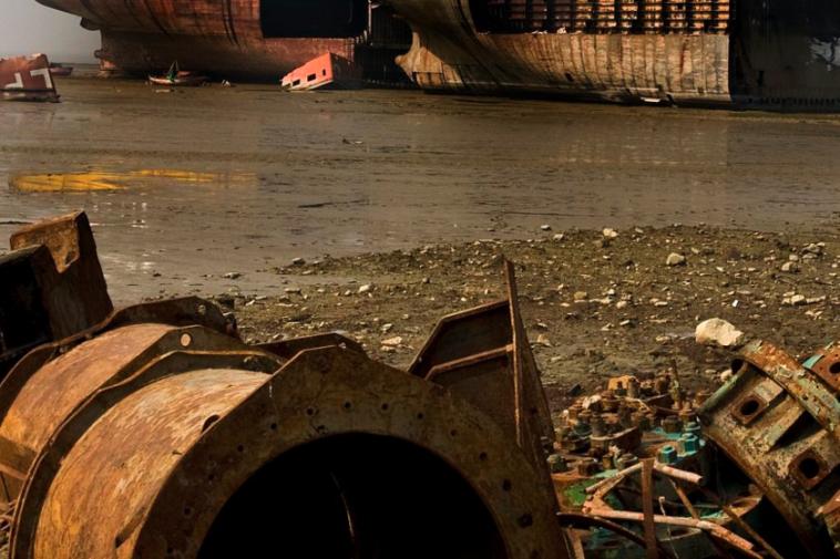 Comment mettre au rebut un navire de 4000 tonnes dans un timelapse époustouflant de sept minutes