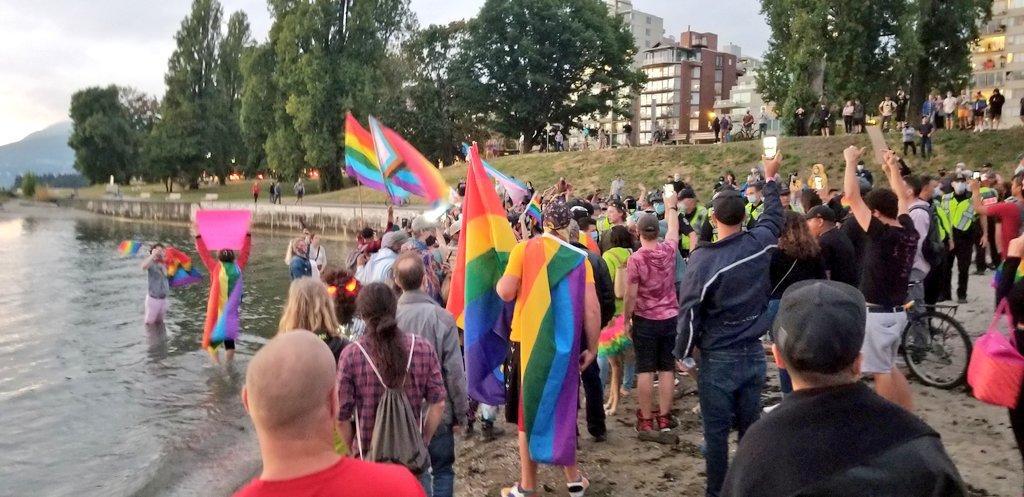 La Communauté Lgbt + De Vancouver Noie Un Prédicateur Haineux